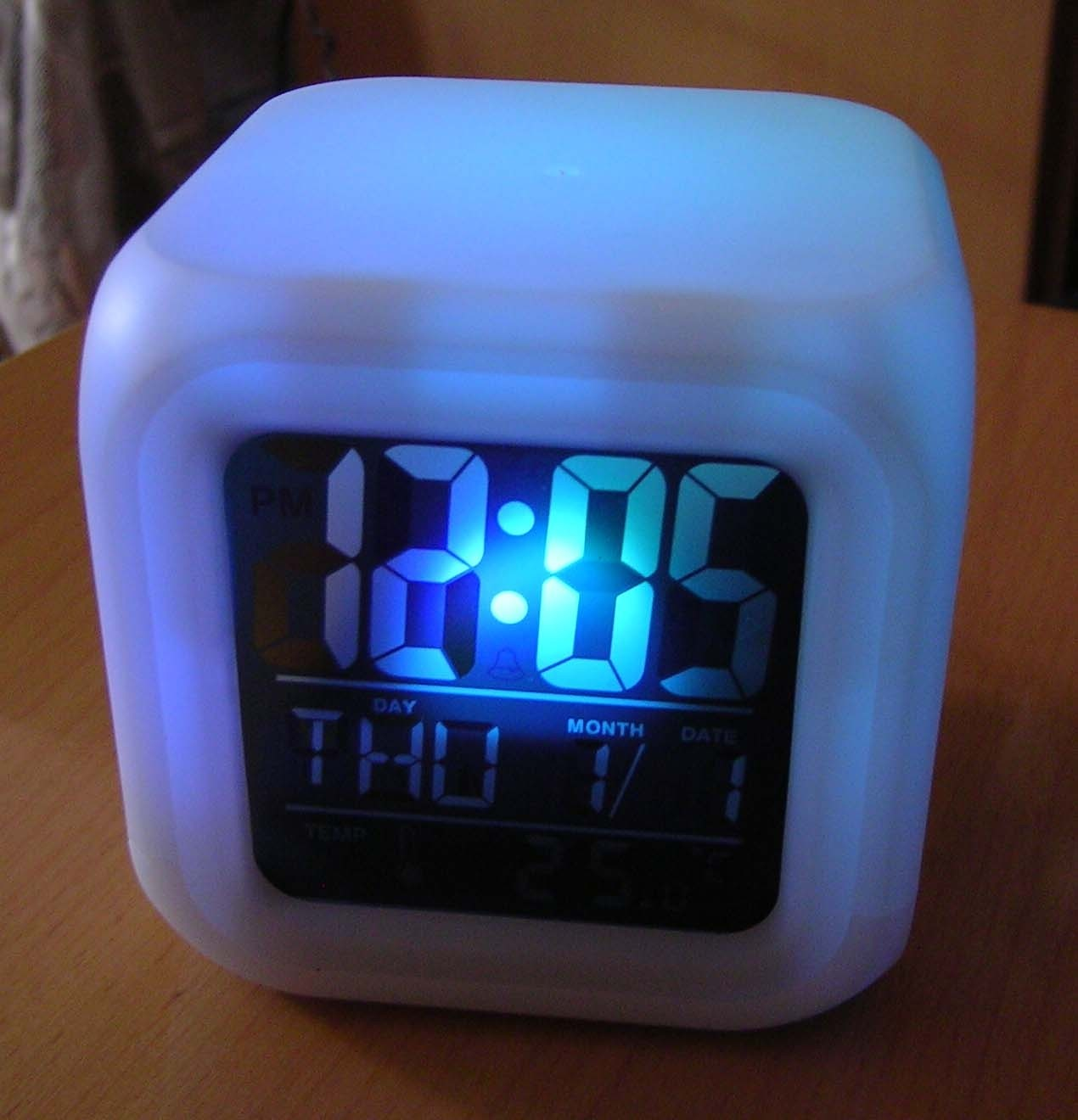 Horloge salle de bain digitale for Deco chambre bebe gara c2 a7on taupe et bleu